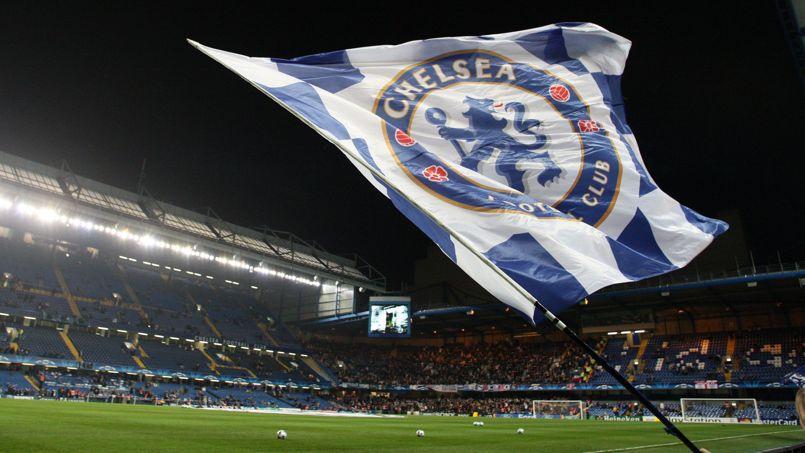 Chelsea interdit temporairement de stade trois supporteurs