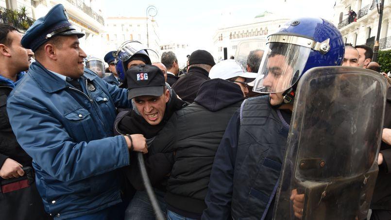 Mardi à Alger, quelques miliers de protestataires ont manifesté leur solidarité avec le Sud, opposé à l'exploitation du gaz de schiste.