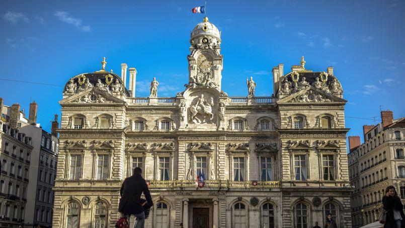 La ville de Lyon a annoncé une hausse de 5 % des impôts locaux pour compenser la baisse des dotations de l'État.