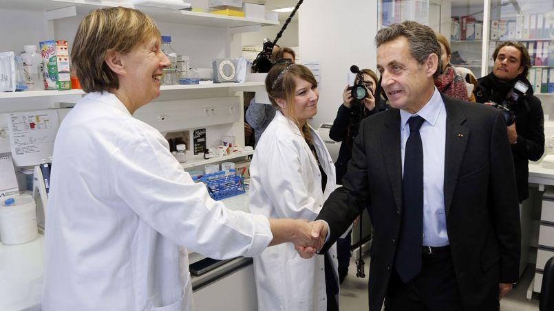 Nicolas Sarkozy à l'hôpital Necker à Paris le 26 février 2015.
