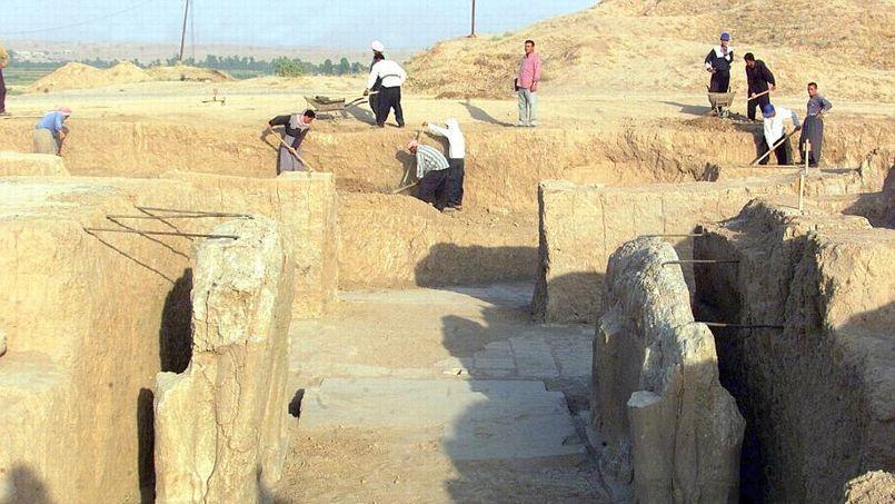 Archéologues travaillant sur le site de Nimroud