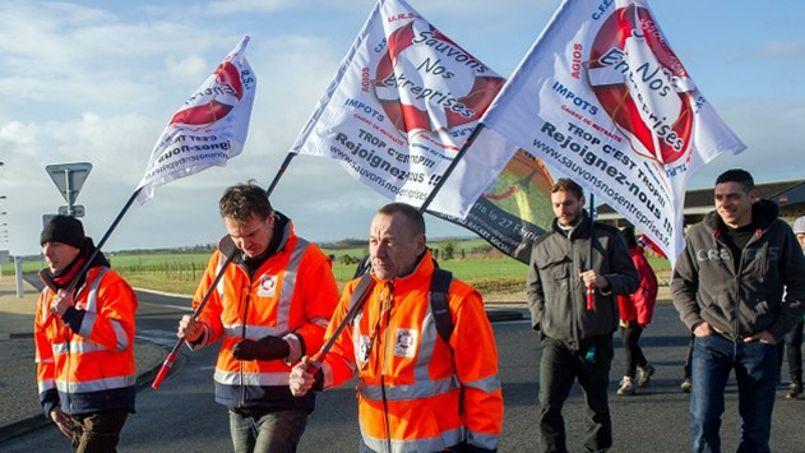 En février 2014, des petits patrons du collectif Sauvons nos entreprises avaient marché de Niort à Paris pour dénoncer le poids des charges et le RSI.