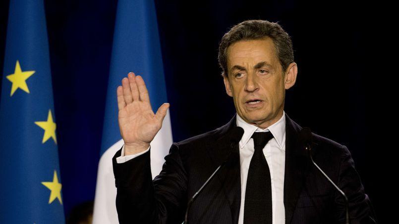 «Ne vous trompez pas, le changement, c'est nous et personne d'autre», a déclaré Nicolas Sarkozy en meeting, lundi soir, à Saint-Maur-des-Fossés, dans le Val-de-Marne.