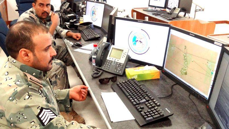 Des militaires saoudiens surveillant la frontière avec l'Irak. Le contrat de surveillance des 9000km de frontières de l'Arabie saoudite -toujours en vigueur - avait été gagné en 2009 par Airbus DS.
