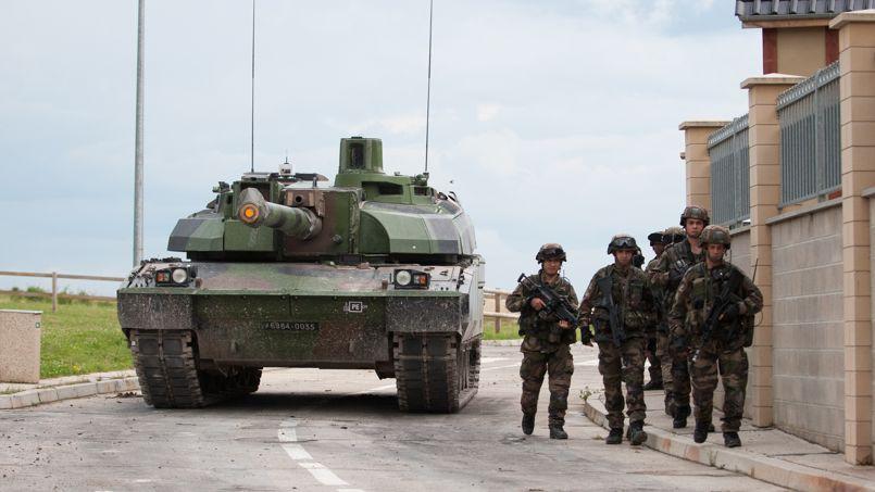 Un char Leclerc à Sissone, en juin 2012, pendant une démonstration de combat collaboratif. Crédit: DGA/Paco Ben Amar