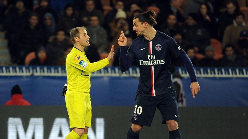 Zlatan Ibrahimovic et l'arbitre Philippe Kalt durant PSG-Rennes.
