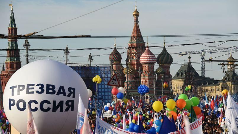 Des partisans du Kremlin ont pris part mercredi à une grande manifestation sur la Place rouge pour fêter le premier anniversaire de l'annexion de la Crimée.
