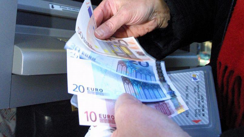 Le plafond des paiements en espèces pour les touristes étrangers pourrait être abaissé de 15.000 à 10.000 euros.