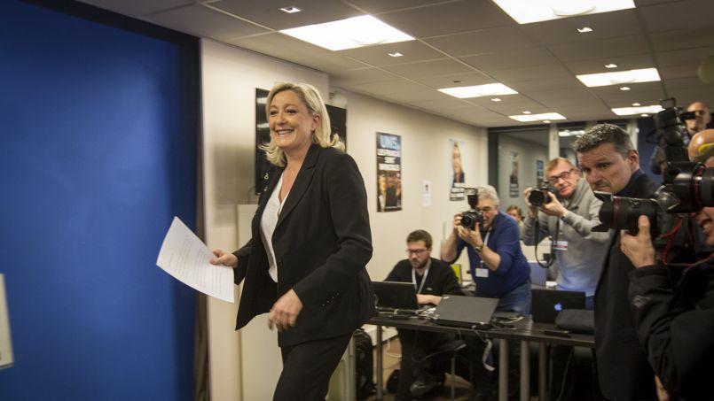 Marine Le Pen, au siège de son parti, au soir des résultats du premier tour des élections départementales 2015.