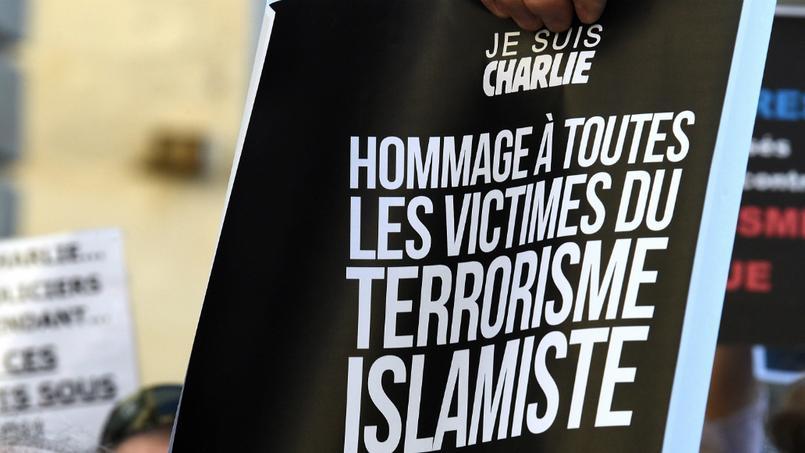 Charlie Hebdo: l'épouse d'un policier tué porte plainte
