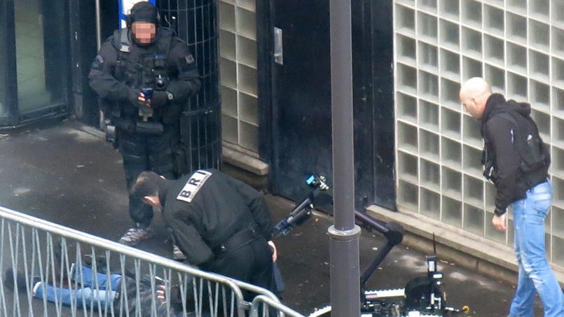 En direct - Attaque à Paris : l'assaillant abattu par la police toujours en cours d'identification