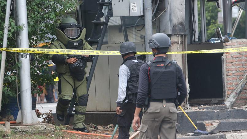 EN DIRECT - L'État islamique revendique les attaques de Jakarta