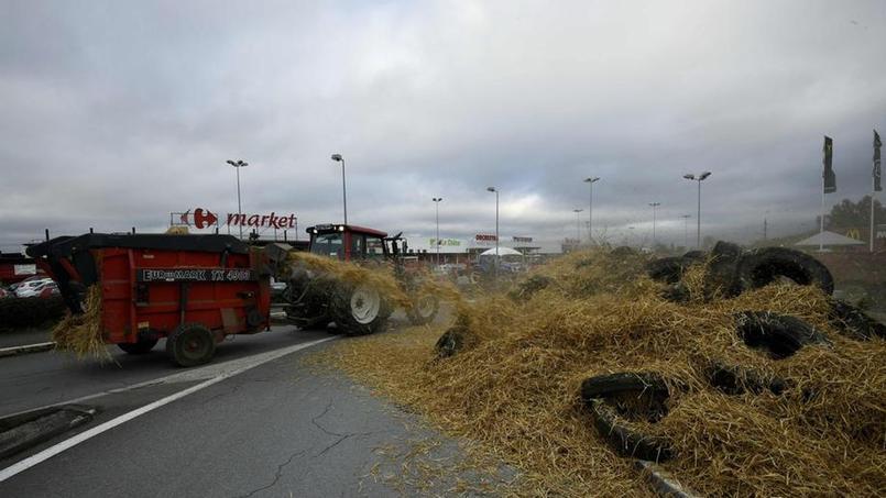 Bretagne:six plates-formes logistiques bloquées par des éleveurs