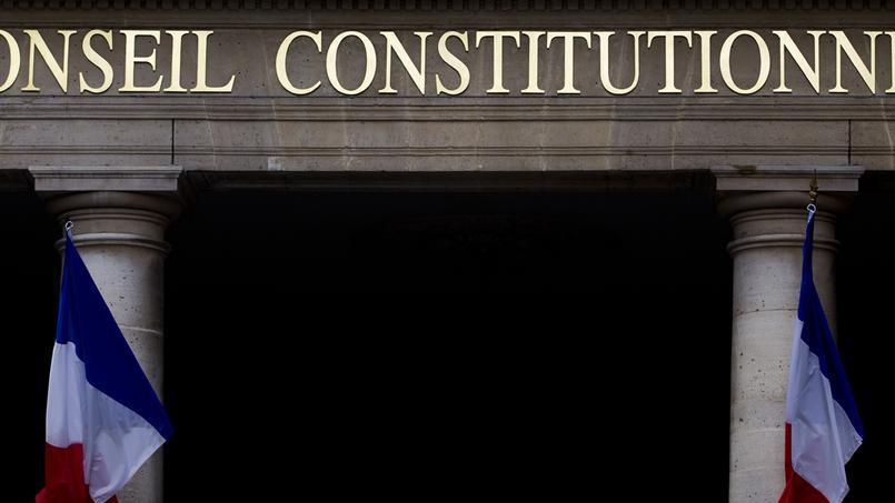 État d'urgence: le Conseil constitutionnel valide pour l'essentiel les perquisitions et interdictions de réunion