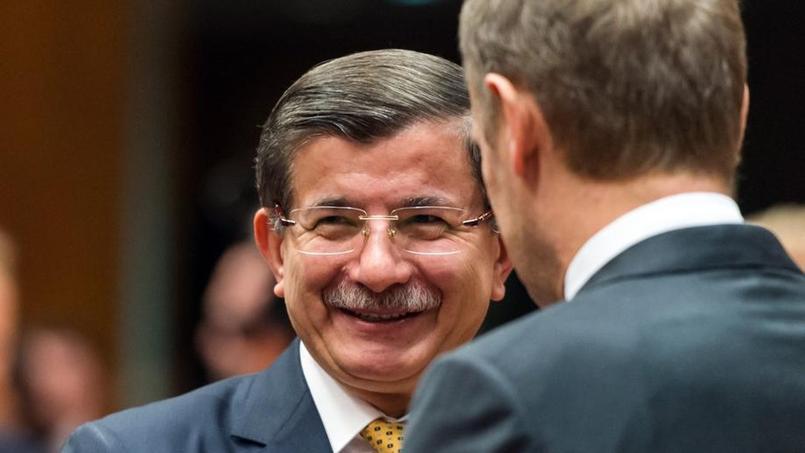 Le premier ministre turc Ahmet Davutoglu a le sourire après la réunion de ce vendredi à Bruxelles avec l'UE