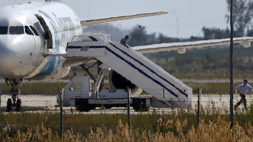 EN DIRECT - Détournement d'un avion de ligne égyptien: le pirate de l'air arrêté