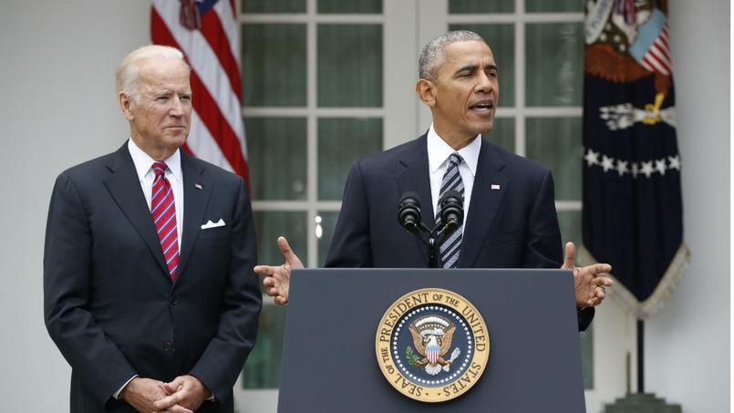 Barack Obama, accompagné du vice-président Joe Biden, s'exprime du jardin de la Maison-Blanche mercredi, après la victoire de Donald Trump.