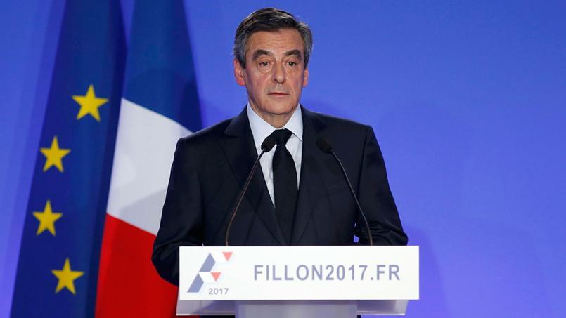 François Fillon répond aux accusations devant la presse lundi 6 février depuis son QG de campagne à Paris.