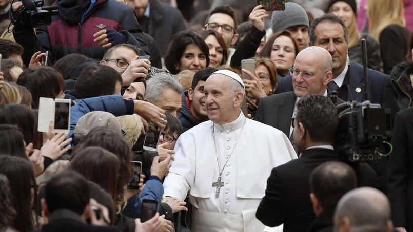 Le pape ne veut pas de portables à table