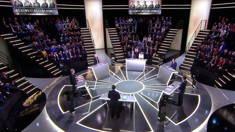 Les participants au débat de TF1 en vue de l'élection présidentielle : Marine Le Pen, Emmanuel Macron, Benoît Hamon, François Fillon et Jean-Luc Mélenchon.
