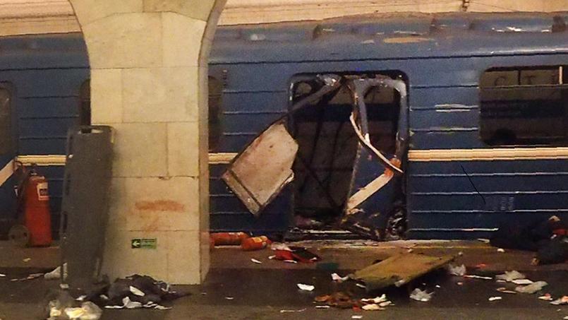 Le métro endommagé après l'explosion, à la station de métro de l'Institut technologique, à Saint-Pétersbourg.