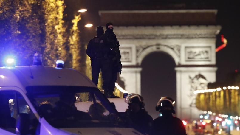 Un policier a été tué ce jeudi dans une fusillade sur les Champs-Élysées, à Paris.