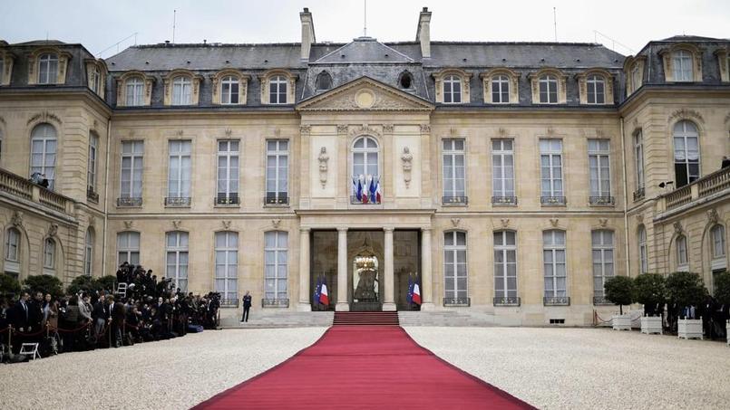 Emmanuel Macron investi président de la République avec solennité et aisance