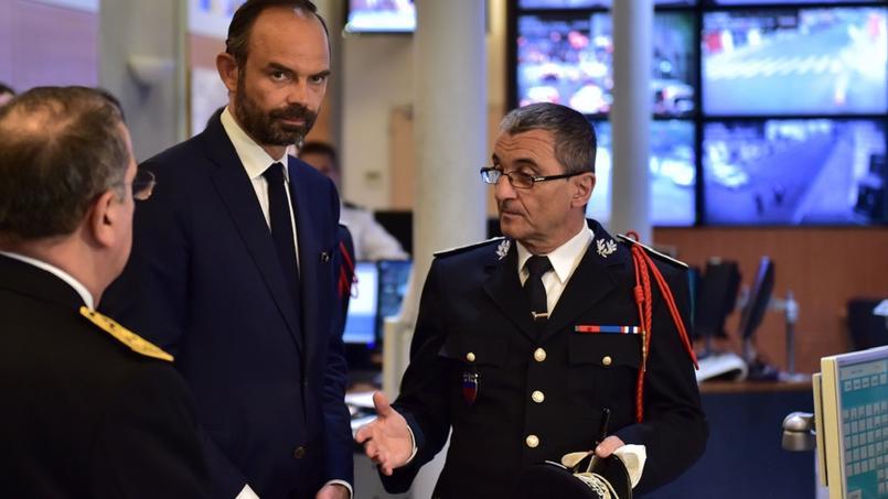 Le premier ministre en visite à la préfecture de police de Paris, lundi.