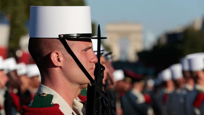 Le président français Emmanuel Macron assiste vendredi à Paris à la traditionnelle parade militaire du 14 juillet aux côtés de son homologue américain Donald Trump.
