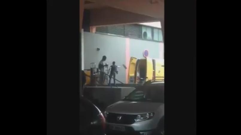 La vidéo d'un employé de La Poste malmenant des colis fait scandale