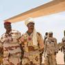 À la tête des Fatim, les généraux Oumar Bikimo (commandant en chef) et Mahamat Idriss Déby (son second, avec le chèche), fils du président tchadien.