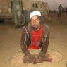 Ce Sahraoui du Front Polisario (Sud marocain), capturé dans le massif, était chargé d'appliquer la charia: il coupait les mains... (photo récupérée auprès de l'armée tchadienne)