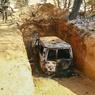 De nombreux véhicules d'Aqmi étaient «embossés»: garés dans des tranchées recouvertes de camouflage. Ce qui n'a pas empêché les frappes aériennes (photo récupérée auprès de l'armée tchadienne).