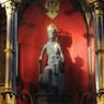 La tradition veut que Saint Amadour, premier ermite de Rocamadour, ait sculpté la Vierge Noire au XIIe siècle. Aujourd'hui encore, elle est vénérée par les pélerins dans la chapelle Notre-Dame.