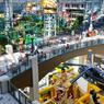 Les boutiques sont distribuées par centaines autour de l'atrium sur les 390.000 mètres carrés du Mall.