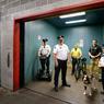 Avec des chiens, à vélo ou en Segway, une armée de 120 gardes privés veille sur la sécurité.