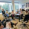 Dès le matin, les réunions se succèdent au siège de TF1.