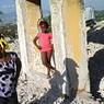 Castel d'Haïti est l'un des camps de réfugiés , installé sur les ruines de l'ancien hôtel de luxe, totalement détruit lors du tremblement de terre.
