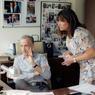 Avec la directrice de l'information de TF1, Catherine Nayl, en pleine vérification du «conducteur».