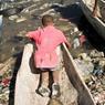 Dans un océan de détritus et de crasse, ce gamin du quartier Martissant, le plus pauvre de Port-au prince, survit comme il peut.