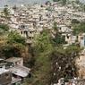 Les quartiers situés sur les collines surplombant la ville ne répondent à aucune normes sismiques, ce qui les rend particulièrement vulnérables aux futures secousses.
