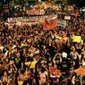 Selon la police, plus de 10.000 personnes ont défilé dans les rues de Rio de Janeiro lundi soir pour soutenir les enseignants en grève.