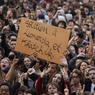 MOBILISÉS. Près de 2000 lycéens ont manifesté jeudi à Paris pour protester contre l'expulsion de la collégienne kosovare Leonarda Dibrani et d'un lycéen arménien de 19 ans, Khatchik Kachatryan. Les manifestants engagés dans ce mouvement se sont retrouvés à la mi-journée place de la Nation avec des pancartes et des banderoles réclamant la fin des expulsions de jeunes étrangers scolarisés.