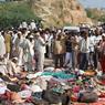 MEURTRIÈRE. Le bilan de la bousculade près d'un temple hindou dans le centre de l'Inde s'est alourdi à 115 morts ce lundi. La foule avait afflué tôt dimanche matin pour célébrer la fin de la fête de Navaratri et jusqu'à 400.000 fidèles étaient déjà présents autour du temple de Ratangarh, situé à environ 350 km de Bhopal, la capitale de l'État. La tragédie a été provoquée par la rumeur du possible effondrement d'un pont percuté par un tracteur en milieu de journée.