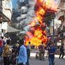 LES FLAMMES DE L'ENFER. Si l'on en croit les témoins de cette gigantesque explosion, qui a semé la panique dans les rues du quartier Bustan al-Qasr d'Alep, en Syrie, un seul homme en serait le responsable: un sniper loyaliste qui aurait pris pour cible la devanture d'une station essence, provoquant une véritable réaction en chaîne. Une tuerie de plus dans une cité dévastée par dix-huit mois de combats… Et la tension est loin de retomber. En plus des assauts qui opposent les rebelles aux troupes du régime de Bachar el-Assad, les habitants font désormais face à la lutte fratricide et aux règlements de compte entre les différentes factions insurgées. Depuis mars2011, les violences auraient fait plus de 115.000morts.