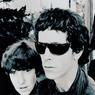 Après la rencontre de John Cale, Lou Reed forme le Velvet Underground (1965-1970), bientôt rejoint par le guitariste Sterling Morrison et Moe Tucker à la batterie.
