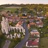 Le village d'Ablain Saint Nazaire, dans le Pas-de-Calais, fut entièrement reconstruit après la guerre. Il entoure les ruines de l'église, chef-d'oeuvre du gothique flamboyant datant du XVIème siècle.