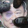 Des affiches représentant le premier ministre déchu Thaksin Shinawatra ont été piétinées par les anti-gouvernement, lors de la manifestation du lundi 9 décembre, à Bangkok.
