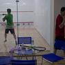 Au centre de sport Kumrung, une séance de squash.