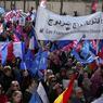 À Paris, les manifestants de confession catholique ont défilé de concert avec des musulmans. D'après l'AFP, les membres du collectif «Musulmans pour l'enfance» ont notamment scandé «les enfants sont notre vie privée, laissez-nous les éduquer», «on veut du boulot, pas de mariage homo».